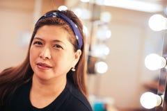 Asiatisk vuxen kvinna i loge Arkivfoto