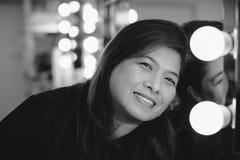 Asiatisk vuxen kvinna i loge Arkivfoton