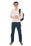 Asiatisk vuxen student för full kropp som använder minnestavlaPC Royaltyfri Bild
