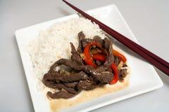 asiatisk white för stir för nötköttsmåfiskrice Arkivbilder