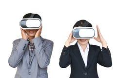 Asiatiska affärskvinnor och affärsman som spelar den glass asken för VR-virtuell verklighet Royaltyfria Bilder