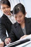 asiatiska affärskvinnor två Royaltyfri Foto