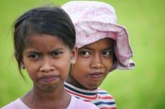 Asiatiska barn som spelar på risfält Royaltyfria Foton