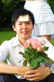 asiatiska bukettblommor som rymmer mannen smart Arkivbild