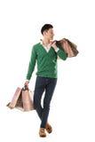 Asiatiska hållande shoppingpåsar för ung man royaltyfria bilder