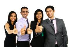 Asiatiska indiska affärsmän och affärskvinna i en grupp Royaltyfri Foto