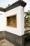 Asiatiska kinesiska antika byggnader, vita väggar, tegelplatta Royaltyfri Fotografi