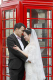 Asiatiska kinesiska par i bröllopsklänning Royaltyfri Foto