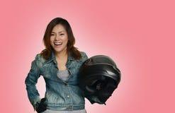 Asiatiska kvinnor förbereder sig i ett lyckligt Arkivfoto