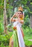 Asiatiska kvinnor i traditionell dräkt Arkivfoto