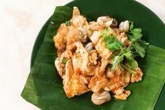 Asiatiska läckra stekte ostron med äggomelettkokkonst Royaltyfria Foton