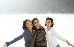 asiatiska lyckliga systrar tre Arkivbild