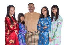 Asiatiska malajiskaföräldrar med dotterdropp Arkivbilder