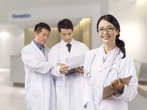 Asiatiska medicinska professionell arkivbild