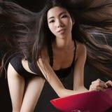 Asiatiska modeller har perfekta kroppar arkivbild