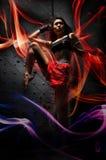 asiatiska muay strömmar som öva den specialthai kvinnan Royaltyfria Bilder