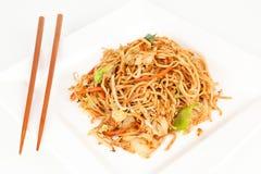 Asiatiska nudlar med grönsaker Arkivfoton