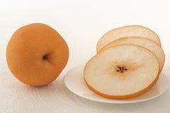 Asiatiska päron på vit bakgrund royaltyfri foto