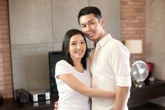 asiatiska par som tillsammans ler Royaltyfri Fotografi