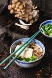 Asiatiska sopparamen med fetaost Royaltyfri Bild