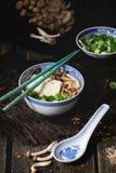 Asiatiska sopparamen med fetaost Royaltyfri Fotografi
