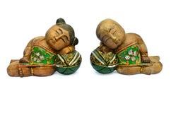 Asiatiska souvenirdockor som göras av trä Arkivbild