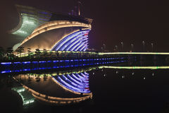 Asiatiska spelenstadion på natten, Guangzhou, Kina Royaltyfria Foton