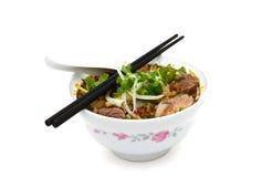 Asiatiska stilnötköttnudlar i soppa Royaltyfri Bild