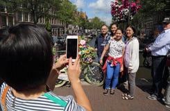 Asiatiska turister i Amsterdam, Holland Royaltyfri Bild