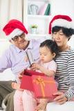 Asiatiska tusen dollarföräldrar med storslagen daugther Arkivbild