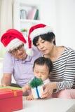 Asiatiska tusen dollarföräldrar med storslagen daugther Royaltyfria Foton