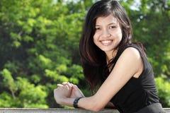 asiatiskt attraktivt le för flicka fotografering för bildbyråer