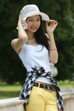 asiatiskt barn för hattsommarkvinna Fotografering för Bildbyråer