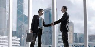 Asiatiskt begrepp för partnerskap för affärshandskakningöverenskommelse Arkivbilder