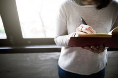 Asiatiskt begrepp för dam Writing Notebook Diary Royaltyfria Foton
