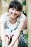 asiatiskt flickaleende Royaltyfri Foto