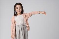 Asiatiskt flickastudioskott Royaltyfri Foto