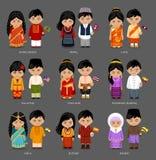 Asiatiskt folk i nationell klänning vektor illustrationer