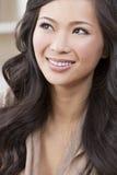 asiatiskt härligt kinesiskt ståendekvinnabarn arkivbild