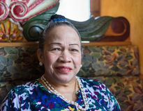 Asiatiskt högt le för kvinna royaltyfri foto