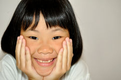 asiatiskt le för flicka Arkivbilder