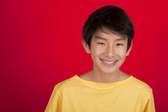 asiatiskt le för pojke som är tonårs- Royaltyfri Foto