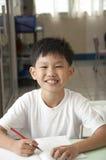 asiatiskt leende för gruppungelokal Arkivbild