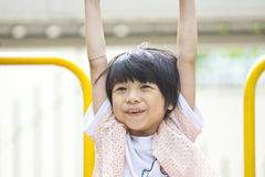 asiatiskt leka för flickapark Fotografering för Bildbyråer