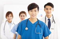 asiatiskt medicinskt lag, doktorer och sjuksköterskor Royaltyfri Fotografi