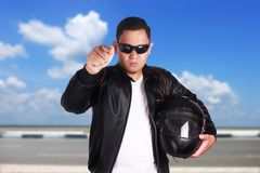 Asiatiskt peka för mopedcyklistracerbil som är ilsket arkivfoton