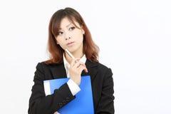 asiatiskt tänka för affärskvinna arkivfoton
