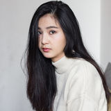 asiatiskt tänka för flicka arkivbild