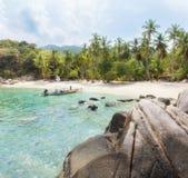 Asiatiskt tropiskt strandparadis i Thailand Arkivbilder