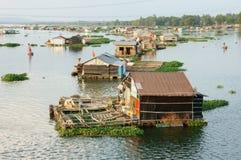 Asiatiskt vattenbruk, LaNga flod som svävar huset Royaltyfria Bilder
